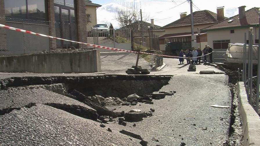 Две свлачища са се активизирали в община Сатовча