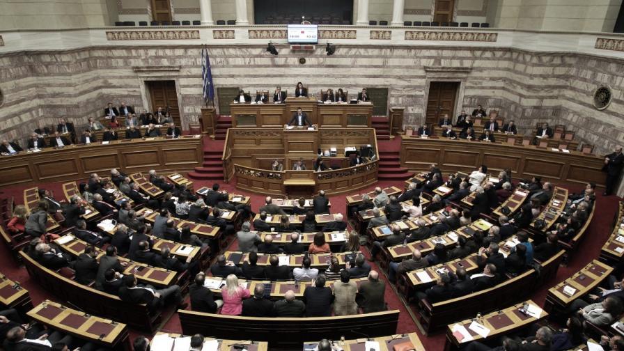 """""""Фронтален сблъсък"""" между правителство и опозиция в гръцкия парламент"""