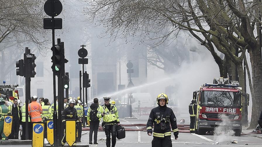 Над 2000 евакуирани заради голям пожар в центъра на Лондон