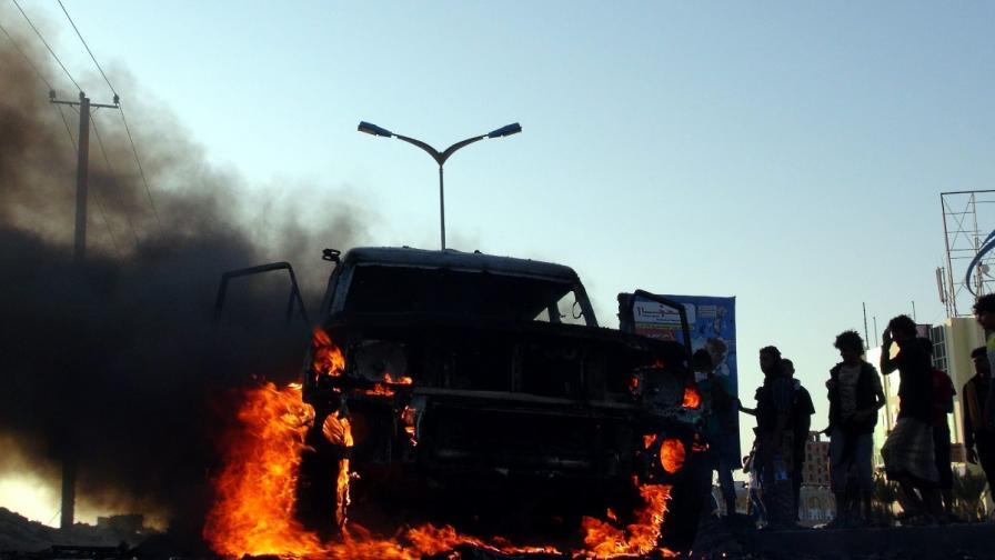 Бунтовниците хуси превзеха президентския дворец в Аден