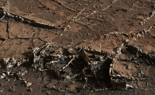 """Кадър на повърхността на Марс, направен от """"Кюриосити"""""""