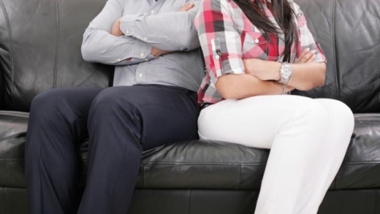 двойка семейство скандал спор