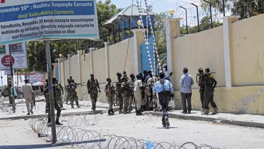 """""""Аш Шабаб"""" атакува две министерства в Могадишу"""