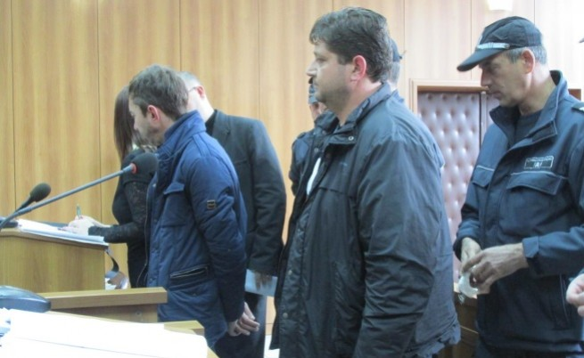 Съдия към арестувани митничари: Жалкото е, че за дребни пари сте се продали