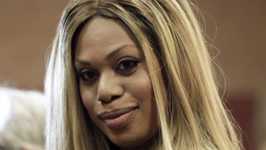 Транссексуална актриса се съблече за списание (снимки)