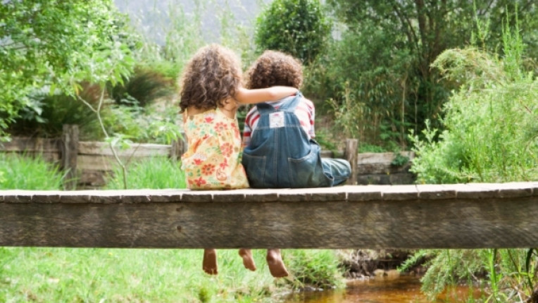 деца приятелство