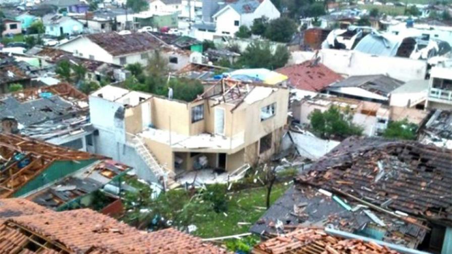 Торнадо помете бразилски град (видео)