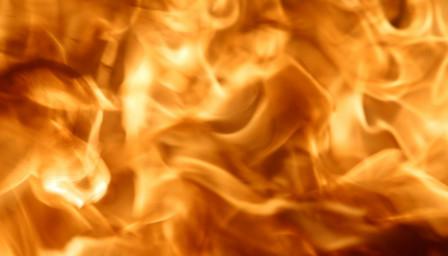 Двама загинали и десетки ранени при пожар в Прага