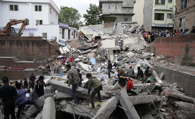 Загиналите след трусовете в Непал вече са над 3700