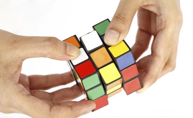 Робот нареди Кубчето на Рубик за 0,38 сек.