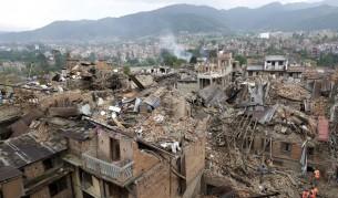 Заснеха как трус в Непал активира огромно свлачище