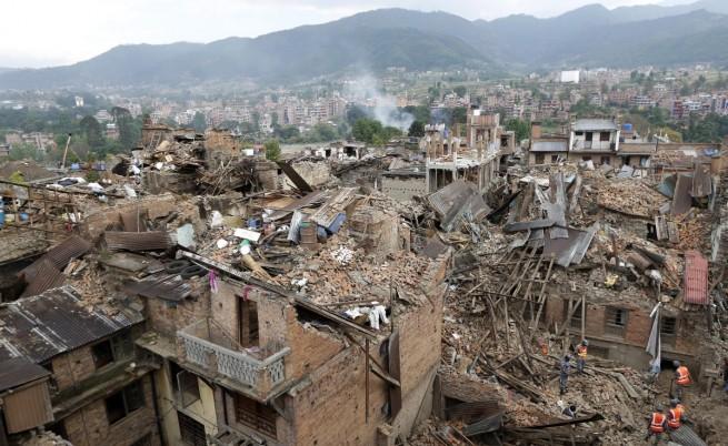 Нови смразяващи кръвта кадри от момента на труса в Непал