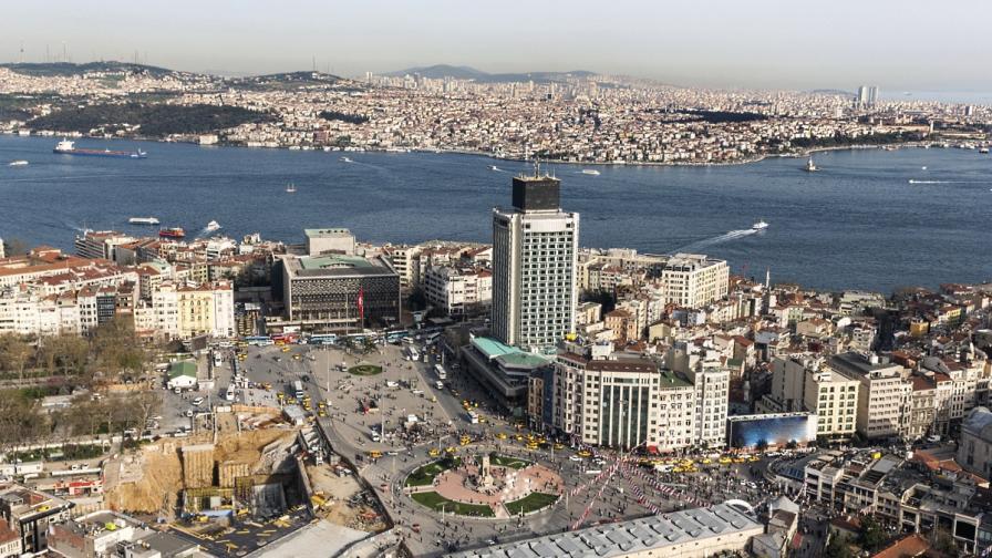 """Вандали планирали да """"потопят в кръв"""" площад """"Таксим"""" на 1 май"""