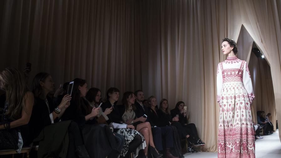 """Мода 2015 от """"Валентино"""" е вдъхновена от носии (снимки)"""
