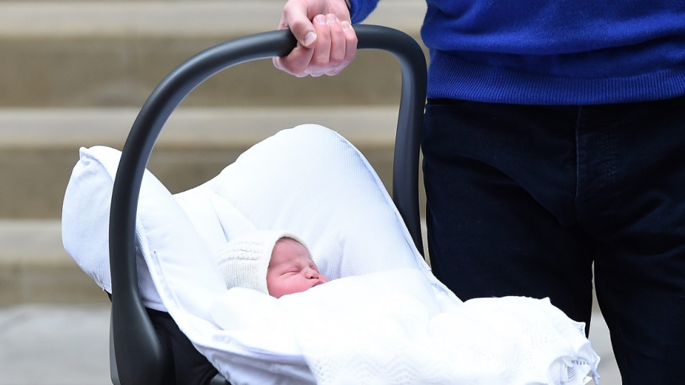 Малката принцеса Шарлот в деня на изписването ѝ от болницата