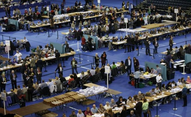 Пълно мнозинство за консерваторите в британския парламент