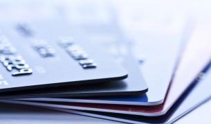 Касиер откраднал 1300 кредитни карти с паметта си