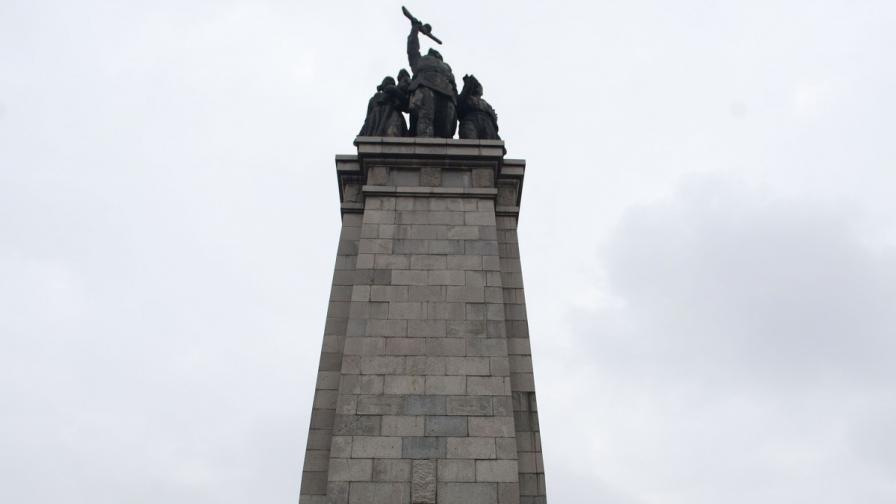 <p>Пуснаха младежа, надраскал Паметника на Съветската армия</p>