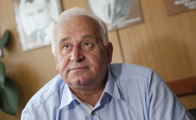 Кметът на Ботевград насила разпитан в прокуратурата