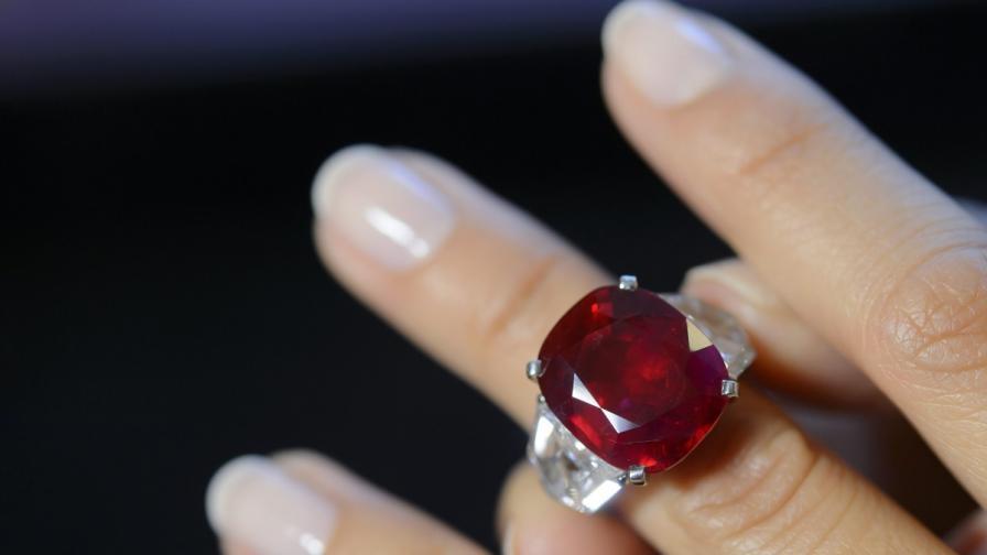 Камъкът, вграждан под кожата, по-ценен от диамант