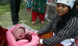 18 000 бебета и майки в риск след трусовете в Непал