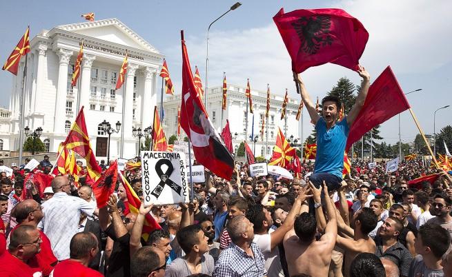 Над 20 хил. протестират срещу Груевски в Скопие