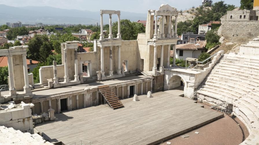 Три двойки ще се венчаят в Античния театър в Пловдив