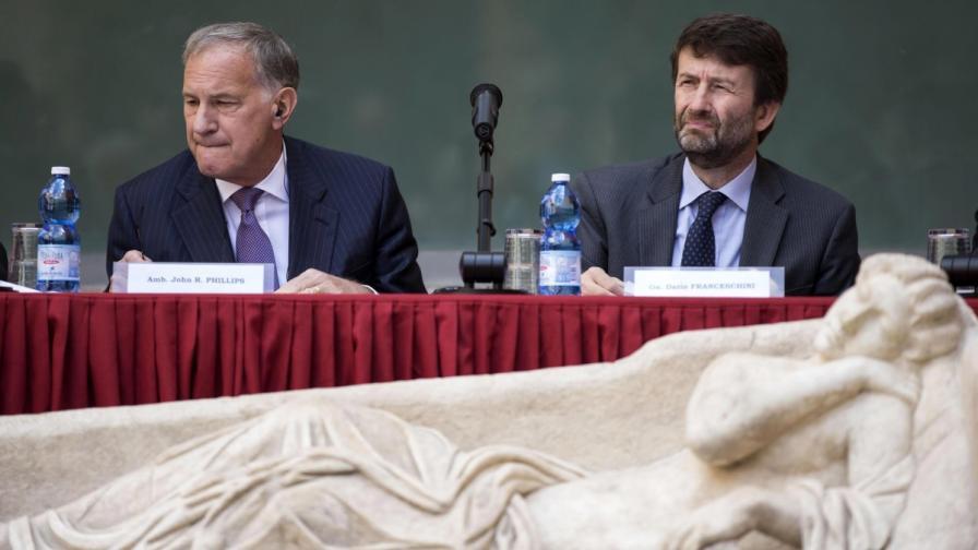 САЩ върнаха на Италия откраднати артефакти