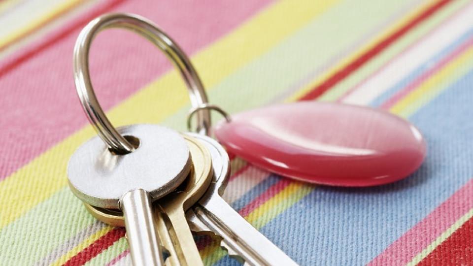 Как да сложите ключ на ключодържател, без да си повредите ноктите