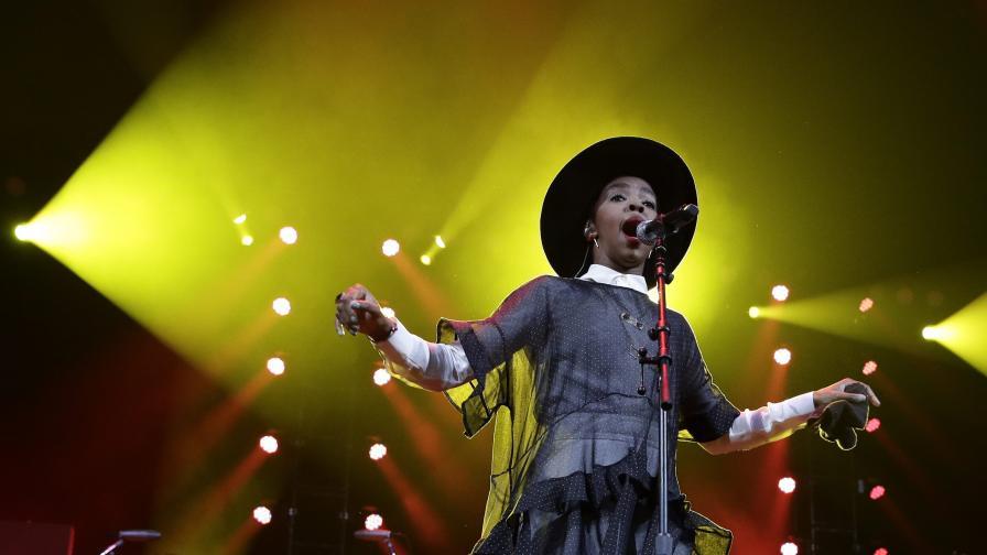 Мис Лорин Хил пее в България, Рут Колева подгрява концерта