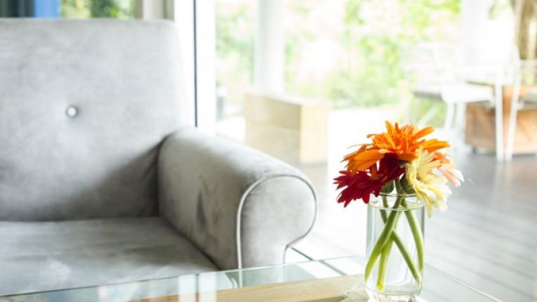 прозрачни мебели