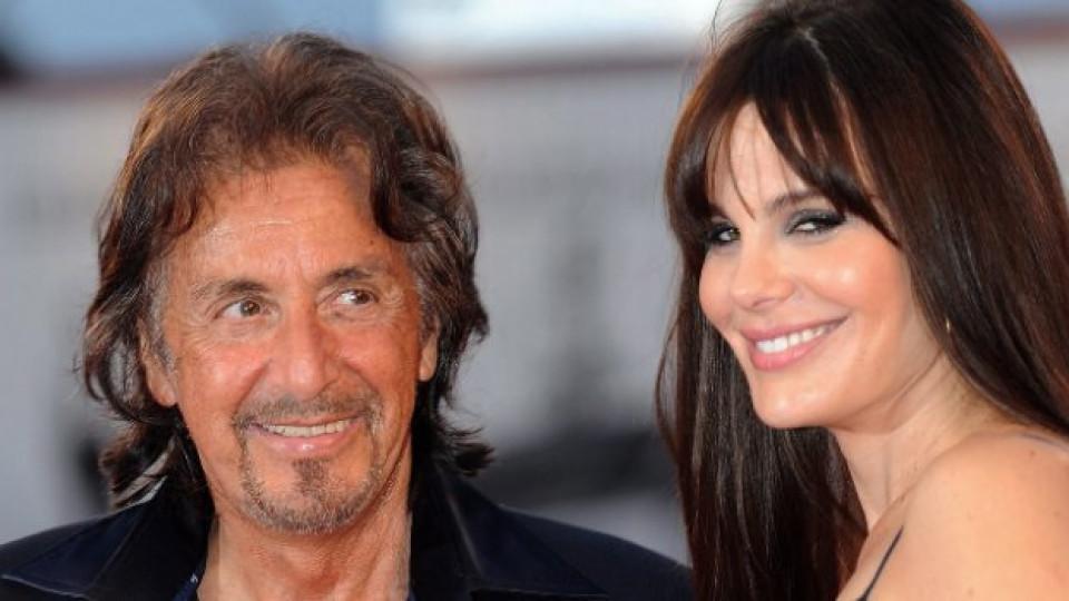 Ал Пачино под ръка с приятелката си Лусила Сола