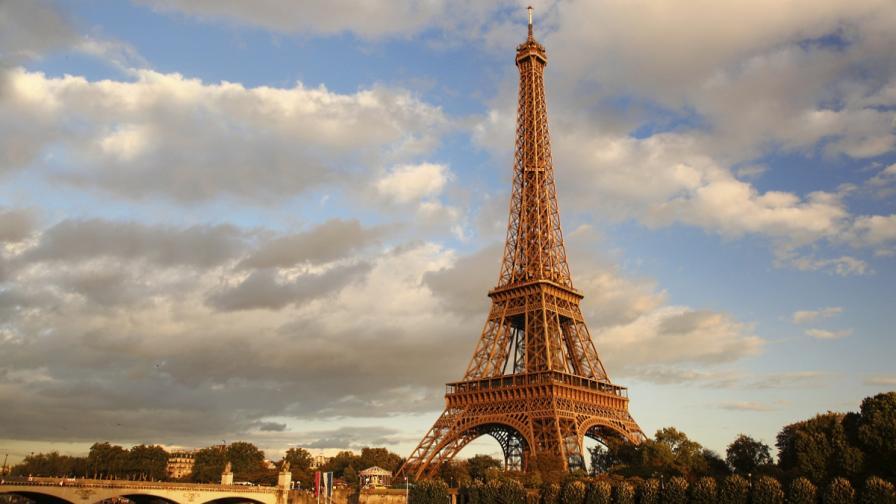 <p>Заплаха за бомба затвори Айфеловата кула</p>