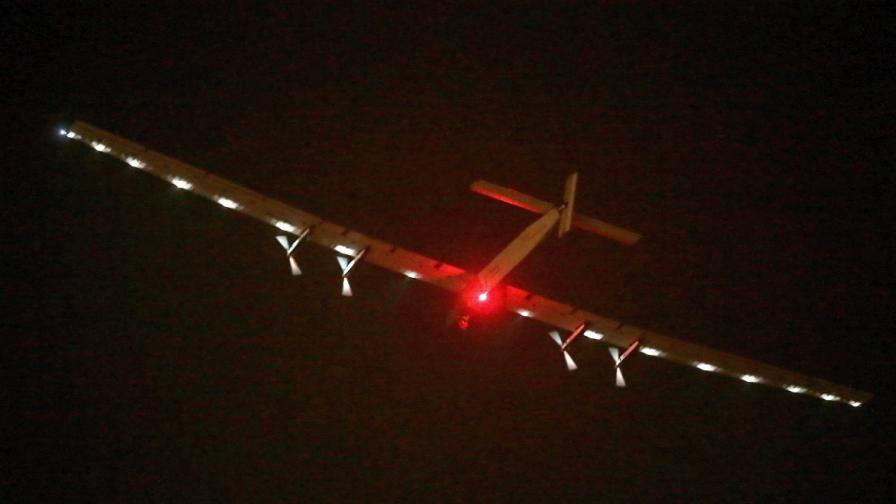 Самолет, задвижван от слънцето, почти обиколи света