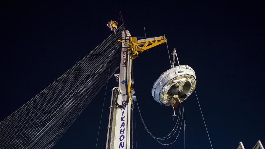Парашутът Low-Density Supersonic Decelerator e с диаметър 30 м. Целта е той да забави скоростта на апарата от Мах 2 до подзвукова