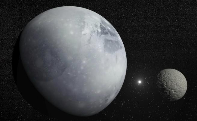 Плутон и Харон с Полярната звезда между тях