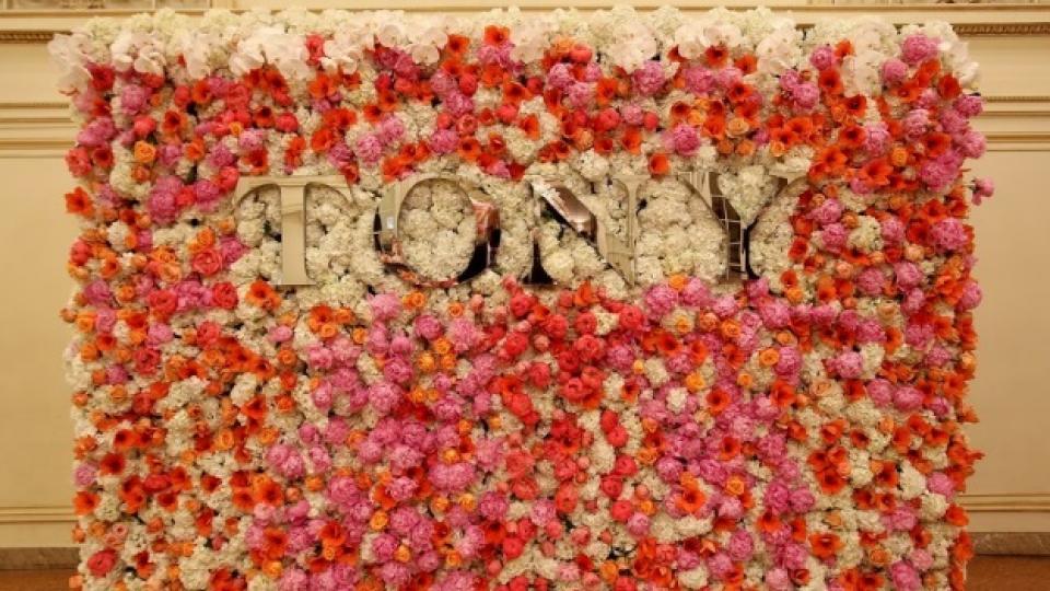 Декорацията на церемонията бе флорална