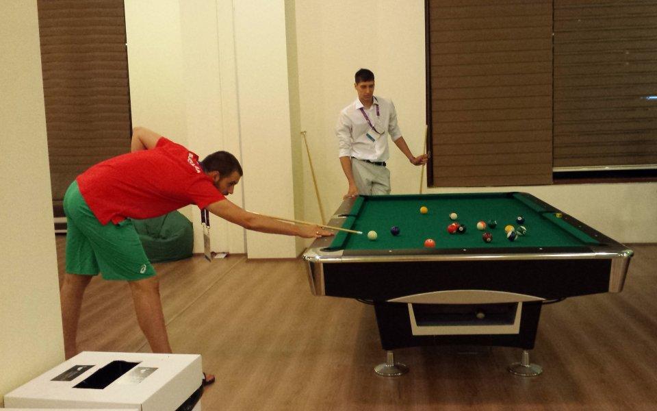 Волейболистите ни разпускат с билярд в Баку