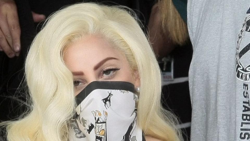 Лейди Гага на летището в София