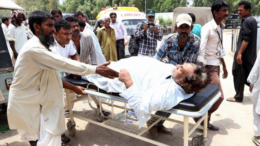 Болница в Карачи приема пореден пострадал от горещините
