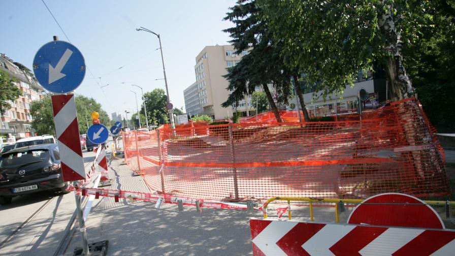 """Заради дупките на """"Черни връх"""" спира строителството на метрото"""