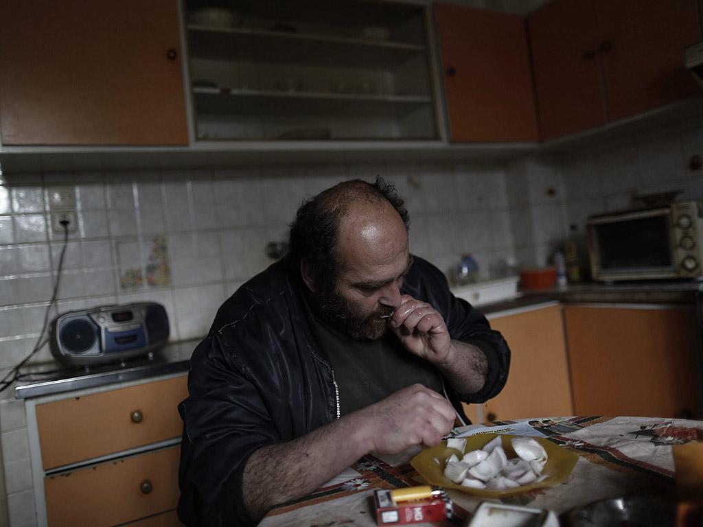 41-годишният Яковос е обикновен човек, който преди принадлежал на средната класа в Гърция.