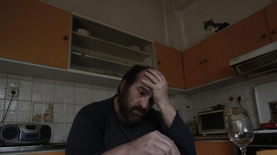 Яковос – от средна класа до опашка за храна (снимки)