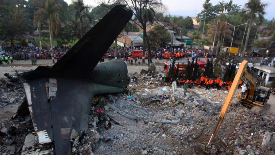 Жертвите на катастрофата в Индонезия са над 140