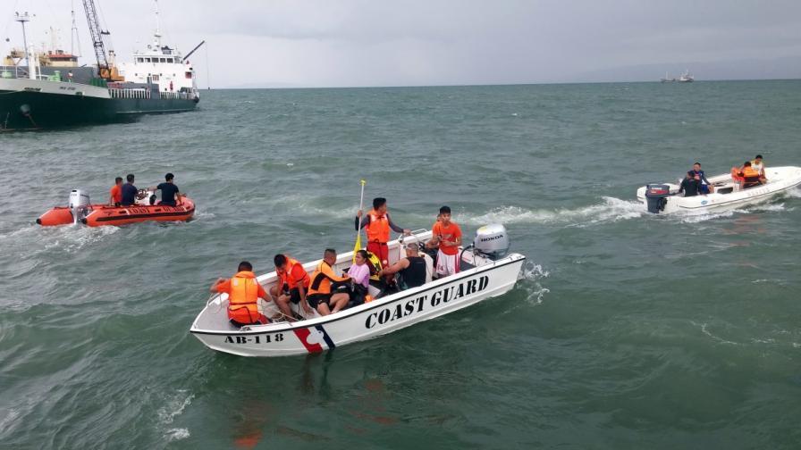 Загиналите при корабокрушението край Филипините са 45