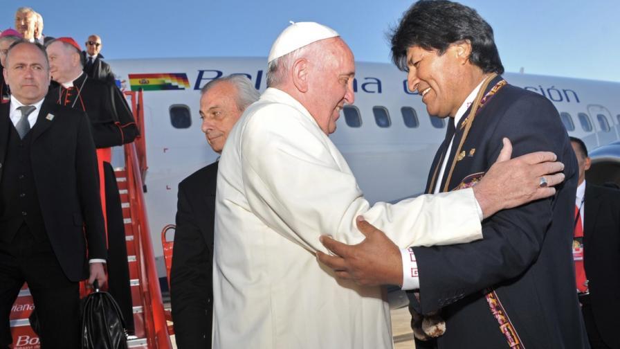 Папа Франицск и президентът на Боливия Ево Моралес