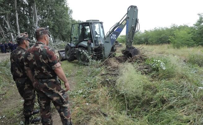 Унгария започна да изгражда стената на границата със Сърбия