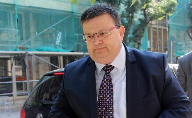 Сотир Цацаров: Няма да подавам оставка