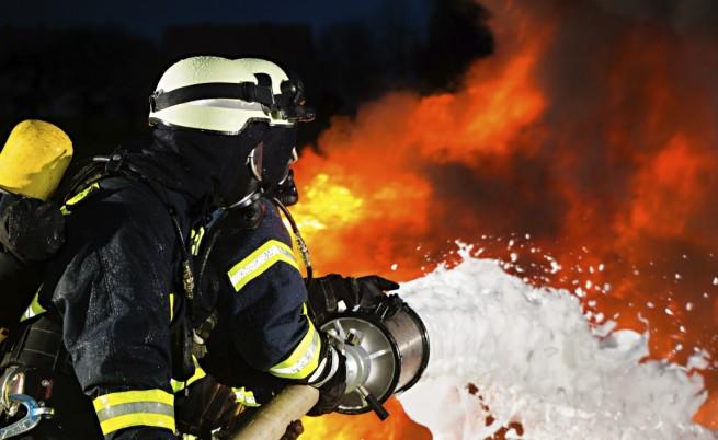 Пожарът във френската рафинерия вероятно е умишлен