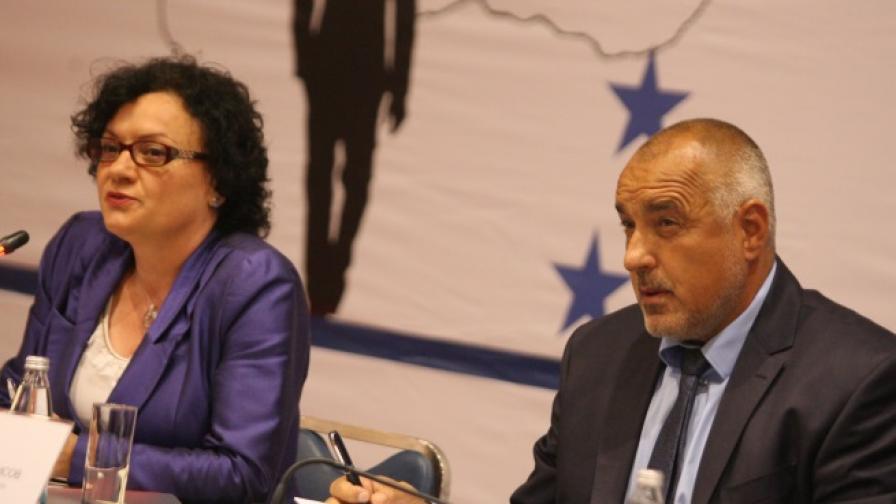 Премиерът Бойко Борисов и министърът на околната среда и водите Ивелина Василева по време на днешния форум